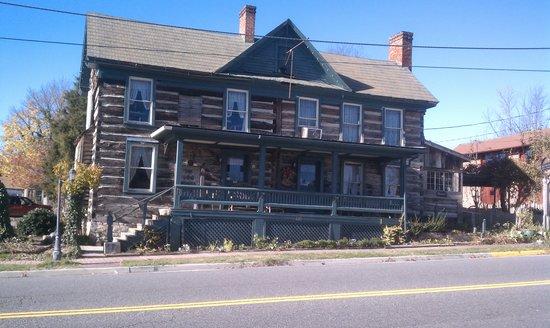 The Log House - Wytheville